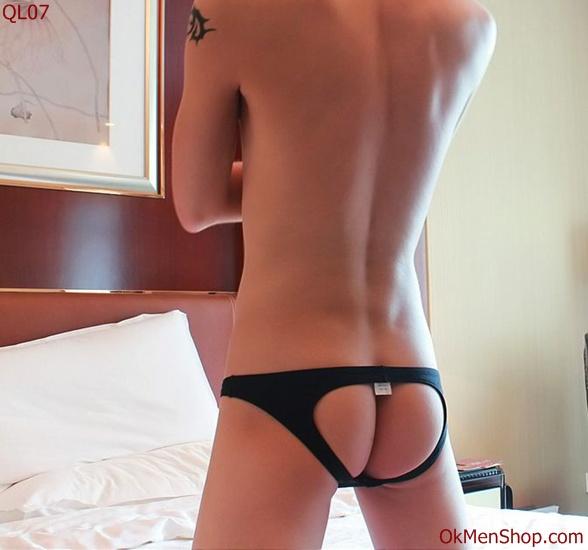 Quần lót nam lọt khe hở mông