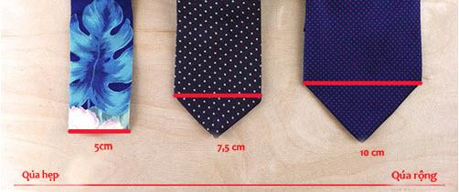 Cà vạt nhỏ trông bạn sẽ cao hơn